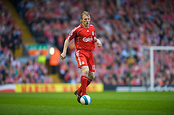 LIVERPOOL, ENGLAND - Saturday, March 15, 2008: Liverpool's Dirk Kuyt in action against Reading in action during the Premiership match at Anfield. (Photo by David Rawcliffe/Propaganda)