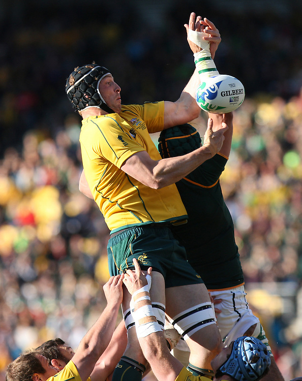 Australia's Dan Vickerman reaches for lineout ball against South Africa in the Rugby World Cup quarter final match at Wellington Regional Stadium, Wellington, New Zealand, Sunday, October 09, 2011. Credit:SNPA / Dianne Manson.