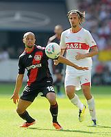 FUSSBALL   1. BUNDESLIGA  SAISON 2011/2012   3. Spieltag     20.08.2011 VfB Stuttgart - Bayer Leverkusen        Sidney Sam (Bayer 04 Leverkusen,li) gegen Martin Harnik (VfB Stuttgart)