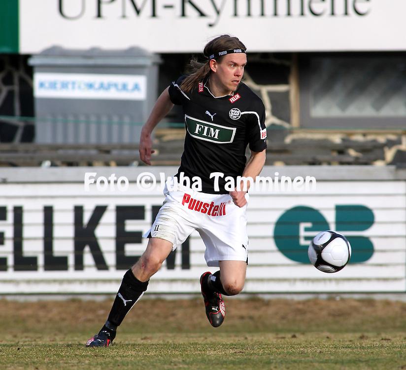 19.04.2010, Tehtaankentt?, Valkeakoski..Veikkausliiga 2010, FC Haka - FC TPS Turku..Mika EUR?ritalo - TPS.©Juha Tamminen.