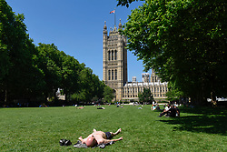 © Licensed to London News Pictures. 26/06/2017. London, UK. Office workers and tourists enjoy the hot weather and bright sunshine in Victoria Tower Gardens near the Houses of Parliament. Photo credit : Stephen Chung/LNP