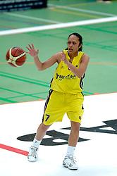 20-05-2006 BASKETBAL: FINALE PLAYOFF BINNENLAND - YELLOW BIKE: BARENDRECHT<br /> Yellow Bike verslaat Binnenland in eigenhuis en neemt nu een 3-1 voorsprong in de serie best of seven / Tirza Pentury<br /> ©2006-WWW.FOTOHOOGENDOORN.NL