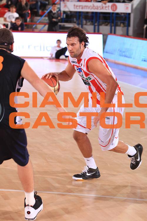 DESCRIZIONE : Teramo Lega A 2010-11 Banca Tercas Teramo Lottomatica Virtus Roma<br /> GIOCATORE : Giorgio Boscagin<br /> SQUADRA : Banca Tercas Teramo<br /> EVENTO : Amichevole Lega A 2010-2011 <br /> GARA : Banca Tercas Teramo Lottomatica Virtus Roma<br /> DATA : 30/09/2010<br /> CATEGORIA : palleggio<br /> SPORT : Pallacanestro <br /> AUTORE : Agenzia Ciamillo-Castoria/M.Carrelli<br /> Galleria : Lega Basket A 2010-2011 <br /> Fotonotizia : Teramo Lega A 2010-11 Banca Tercas Teramo Lottomatica Virtus Roma<br /> Predefinita :