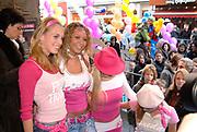 Premiere van Nanny McPhee in Tuschinski Amsterdam in aanwezigheid van Emma Thompson en Colin Firth .<br /> <br /> Premiere of Nanny McPhee in Tuschinski Amsterdam in the presence of Emma Thompson and Colin Firth<br /> <br /> Op de foto / On the photo:<br /> <br /> Party's Cool