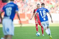 Fotball<br /> 18.08.2018<br /> Eliteserien<br /> Brann Stadion<br /> Brann - Sarpsborg 08<br /> Mikkel Agger (L) og Kristoffer Larsen (R) , Sarpsborg 08<br /> Vito Wormgoor (M) , Brann<br /> Foto: Astrid M. Nordhaug