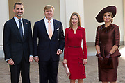 Bezoek van Koning Felipe VI en Koningin Letizia van Spanje aan Nederland.<br /> <br /> Visit of King Felipe VI and Queen Letizia of Spain to the Netherlands.<br /> <br /> Op de foto / On the Photo: Aankomst van Koning Felipe VI en Koningin Letizia van Spanje op Paleis Noordeinde, waar ze ontvangen worden door Koning Willem Alexander en koningin Maxima  ////  <br /> Arrival of King Felipe VI and Queen Letizia of Spain at Noordeinde Palace, where they are welcomed by King Willem Alexander and Maxima queen received