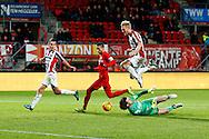 28-11-2015 VOETBAL:FC TWENTE-WILLEM II:ENSCHEDE<br /> Nick van der Velden van Willem II passeert doelman Joel Drommel van FC Twente <br /> <br /> Foto: Geert van Erven