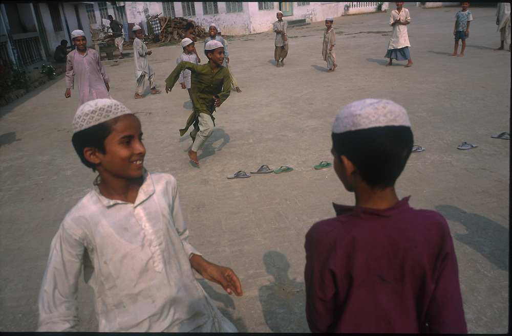 photo: Nadav Neuhaus.roots of the Taliban.India, October 2001..Behraich, Basti and Siddharthnagar are three districts of the Uttar Pradesh having international border with Nepal have a number of Madarsas..Children playing in yard.