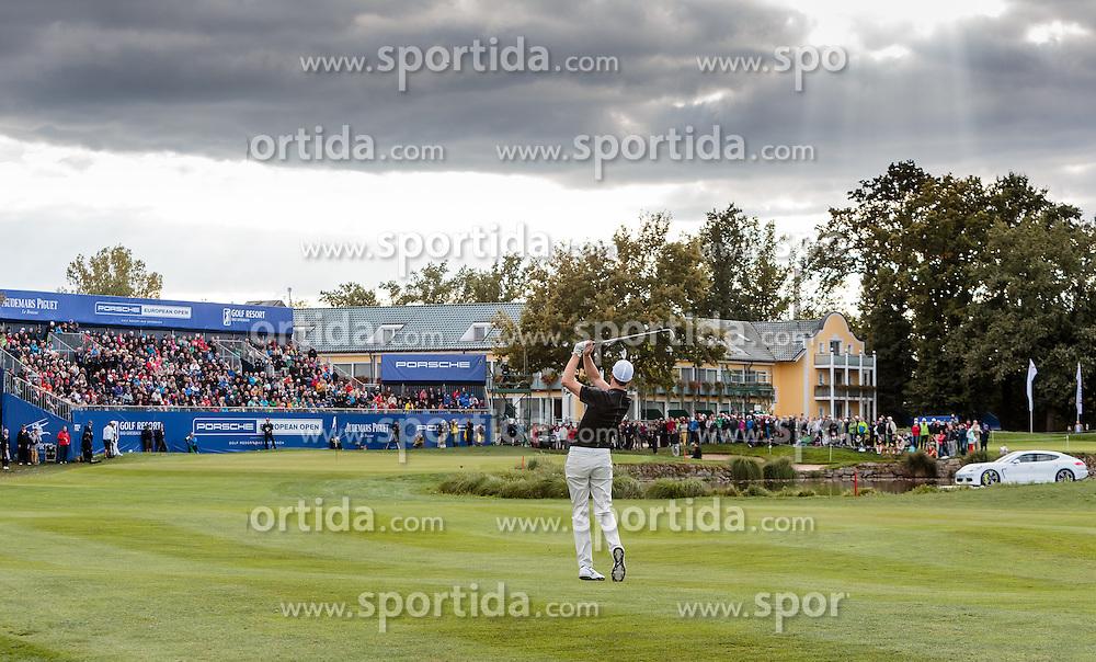 27.09.2015, Beckenbauer Golf Course, Bad Griesbach, GER, PGA European Tour, Porsche European Open, im Bild Ross Fisher (ENG) schlägt auf das 18. Loch, Uebersicht // Ross Fisher (ENG) on Hole 18, Overview during the European Tour, Porsche European Open Golf Tournament at the Beckenbauer Golf Course in Bad Griesbach, Germany on 2015/09/27. EXPA Pictures © 2015, PhotoCredit: EXPA/ JFK
