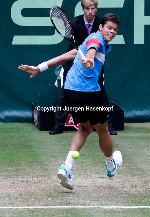 Gerry Weber Open 2011, ATP World Tour, Rasentennis Turnier, International Series,Gerry Weber Stadion, Grasplatz, Halle/Westfalen,.Milos Raonic (CAN),Einzelbild,Aktion,Ganzkoerper,.Hochformat,