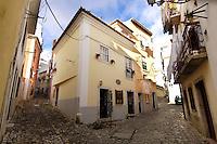 01 JAN 2006, LISBON/PORTUGAL:<br /> Haeuser und Gassen von Alfama, einem historischen Stadtteil der Stadt Lissabon<br /> Houses und Streets of Alfama, a historical district of the city of Lisbon<br /> IMAGE: 20060101-01-010<br /> KEYWORDS: Lisboa, Reise, travel, Stadtansicht, Europa, europe, cityscape, H&auml;user, Haus