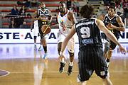 DESCRIZIONE : Roma Lega serie A 2013/14 Acea Virtus Roma Pasta Reggia Caserta<br /> GIOCATORE : Bobby Jones<br /> CATEGORIA : Palleggio Contropiede<br /> SQUADRA : Acea Roma<br /> EVENTO : Campionato Lega Serie A 2013-2014<br /> GARA : Acea Virtus Roma Pasta Reggia Caserta<br /> DATA : 23/02/2014<br /> SPORT : Pallacanestro<br /> AUTORE : Agenzia Ciamillo-Castoria/GiulioCiamillo<br /> Galleria : Lega Seria A 2013-2014<br /> Fotonotizia : Roma Lega serie A 2013/14 Acea Virtus Roma Pasta Reggia Caserta<br /> Predefinita :