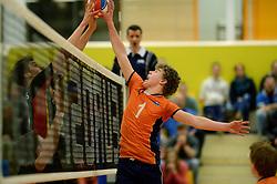 29-12-2014 NED: Eurosped Volleybal Experience Nederland - Belgie -19, Almelo<br /> Nederland verliest met 3-2 van Belgie / Gijs van Solkema