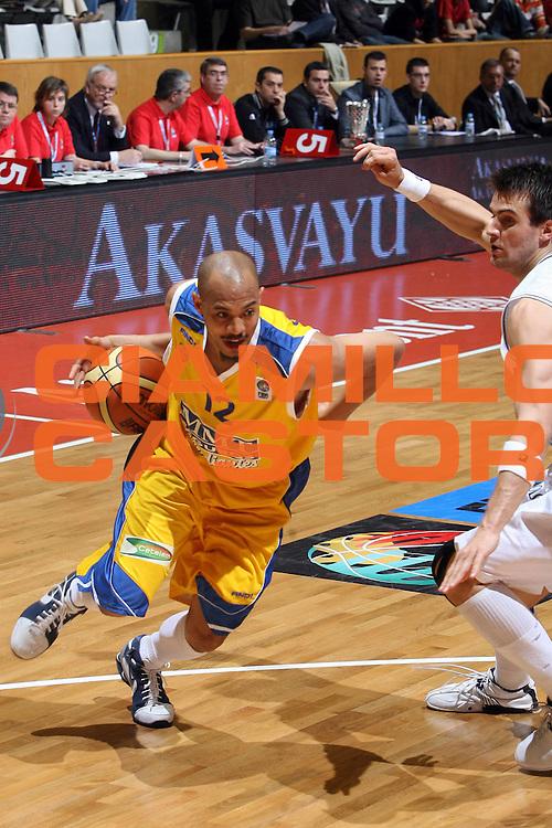 DESCRIZIONE : Girona EuroCup Final Four 2007 Finale 3-4 Posto Europonteggi Virtus Bologna Estudiantes Madrid<br /> GIOCATORE : Marlon Garnett<br /> SQUADRA : Estudiantes Madrid<br /> EVENTO : EuroCup Final Four 2007 <br /> GARA : Europonteggi Virtus Bologna Estudiantes Madrid<br /> DATA : 15/04/2007 <br /> CATEGORIA : Palleggio Penetrazione<br /> SPORT : Pallacanestro <br /> AUTORE : Agenzia Ciamillo-Castoria/E.Castoria<br /> Galleria : Fiba Eurocup 2006-2007 <br /> Fotonotizia : Girona EuroCup Final Four 2007 Finale 3-4 Posto Europonteggi Virtus Bologna Estudiantes Madrid<br /> Predefinita :