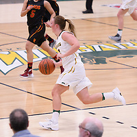 4th year guard Sara Hubenig (7) of the Regina Cougars in action during the home game on January  27 at Centre for Kinesiology, Health and Sport. Credit: Arthur Ward/Arthur Images