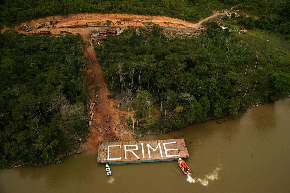 Nov. 22, 2003. Greenpeace action at Selvapad on Jaurucu River in Para, Brazil. ©Daniel Beltra