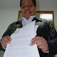 Toluca, Mex.- Luis Zamora Calzada, líder del Sindicato Único de Maestros y Académicos del Estado de México (SUMAEM), presentó en la cámara de diputados una iniciativa de ley de escalafón para los servidores públicos del subsistema de educativo estatal, con la que se pretende eliminar las designaciones de las plazas por favoritismo de los altos mandos. Agencia MVT / Rummenige Velasco. (DIGITAL)<br /> <br /> <br /> <br /> NO ARCHIVAR - NO ARCHIVE