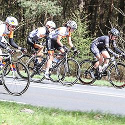 17-04-2016: Wielrennen: Ronde van Gelderland: Apeldoorn  <br />APELDOORN (NED) wielrennen<br />Tussen de wielen Marianne Vos, Roxane Kneteman, Amy Pieters