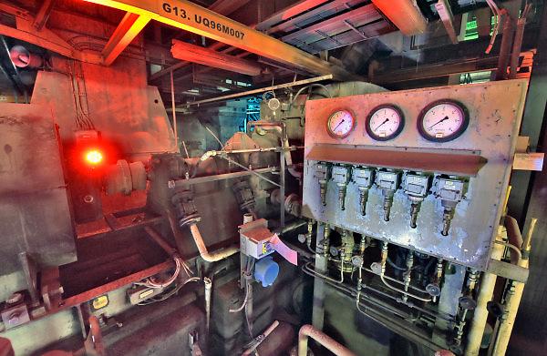 Nederland, the Netherlands, Nijmegen, 27-1-2018 Voor de laatste keer kreeg het publiek de gelegenheid zich op het terrein van de centrale te laten informeren over de al in gang gezette sloop van deze kolengestookte elektriciteitscentrale .Elektriciteitscentrale van Engie, Electrabel, voorheen PGEM, EPON, Nuon .  Het is een kolengestookte centrale, en is afgekoppeld en stilgelegd, gesloten vanwege ouderdom, stroomoverschot en energieakkoord waarin een energietransitie naar duurzame energie is afgesproken. . Op het terrein is o.a. een zonnepanelenpark gebouwd en er komen minstens twee grote windmolens . Power plant will shut down early 2016 because of electricity surplus and co2 emissions .Foto: Flip Franssen