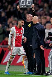 27-10-2019 NED: Ajax - Feyenoord, Amsterdam<br /> Eredivisie Round 11, Ajax win 4-0 / Hakim Ziyech #22 of Ajax, Coach Erik Ten Hag of Ajax