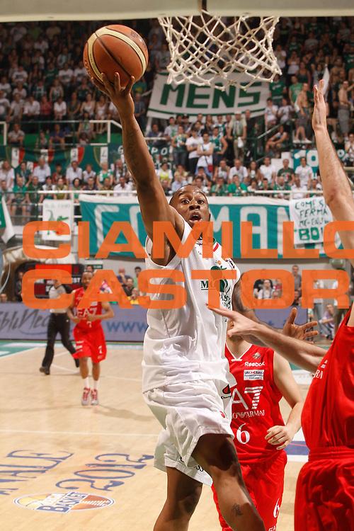 DESCRIZIONE : Siena Lega A 2011-12 Montepaschi Siena EA7 Emporio Armani Milano Finale scudetto gara 5<br /> GIOCATORE : Bo Mc Calebb<br /> CATEGORIA : tiro<br /> SQUADRA : Montepaschi Siena<br /> EVENTO : Campionato Lega A 2011-2012 Finale scudetto gara 5<br /> GARA : Montepaschi Siena EA7 Emporio Armani Milano<br /> DATA : 17/06/2012<br /> SPORT : Pallacanestro <br /> AUTORE : Agenzia Ciamillo-Castoria/P.Lazzeroni<br /> Galleria : Lega Basket A 2011-2012  <br /> Fotonotizia : Siena Lega A 2011-12 Montepaschi Siena EA7 Emporio Armani Milano Finale scudetto gara 5<br /> Predefinita :