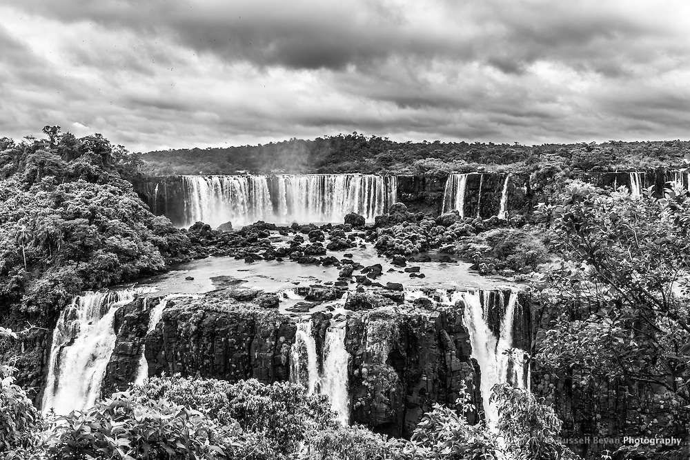 Birds circle around the Salto Rivadavia at Iguazu Falls. The Salto Mosqueteros or Three Musketeers are in the foreground.