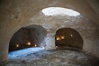 SCIACCA (AG), ITALIA - 22 APRILE 2015: Le Grotte del Caricatore, un labirinto di antri e cunicoli scavati nella roccia usati nel Medioevo per ammassare le granaglie, a Sciacca il 22 aprile 2015.