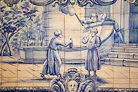 Portugal, Lisbonne, quartier de l'Alfama, monastère de Saint-Vincent de Fora ou Igreja de São Vicente de Fora, azulejos illustrant les Fables de La Fontaine, Les Deux Amis // Portugal, Lisbon, Alfama, St Vincent de Fora monastery, Igreja de São Vicente de Fora, Historical azulejos, the blue-glazed ceramic tile, famous in the area, depict the fables of La Fontaine, The Two Friends