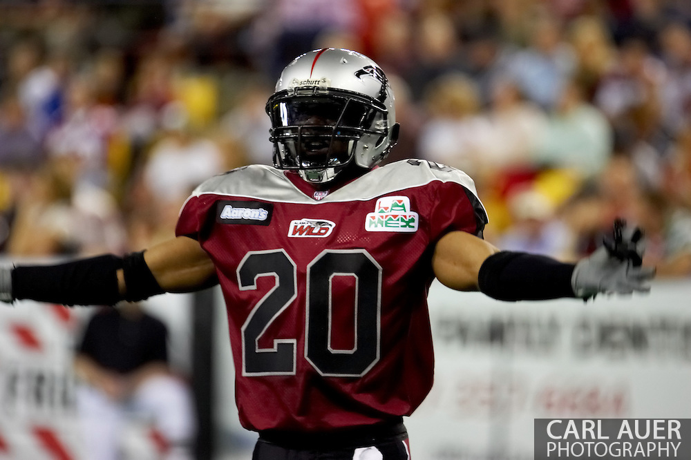 4/12/2007 - Delvin Myles tries to pump up the Alaska crowd but it was not enough as the Wild could only score 33 points against the 46 points by the Frisco Thunder in the first professional football game in Alaska.