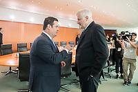 29 AUG 2018, BERLIN/GERMANY:<br /> Hubertus Heil (L), SPD, Bundesarbeitsminister, und Horst Seehofer (R), CSU, Bundesinnenminister, im Gespraech, vor Beginn der Kabinettsitzung, Bundeskanzleramt<br /> IMAGE: 20180829-01-007<br /> KEYWORDS: Kabinett, Sitzung, Gespr&auml;ch