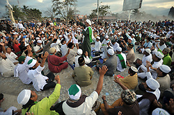 October 5, 2018 - Palu, Central Sulawesi, Indonesia - Indonesian Muslims pray in special prayers for victims of the earthquake and tsunami at the Talise beach in Palu, Central Sulawesi, Friday, October 5, 2018. Hundreds of Muslims who survived in the Indonesian city of Palu gathered at the mosque mosques were destroyed for prayer, seeking strength to rebuild their lives a week after a devastating earthquake and tsunami killed more than 1,500 people. (Credit Image: © Dasril Roszandi/NurPhoto/ZUMA Press)