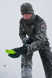 26.02.2010, Faschingalm, Lienz, AUT, Bundesheer Lawinenübung, im Bild mit dem Pieps wird der verschüttete von den Soldaten aufgespührt, EXPA Pictures © 2010, PhotoCredit: EXPA/ J. Feichter
