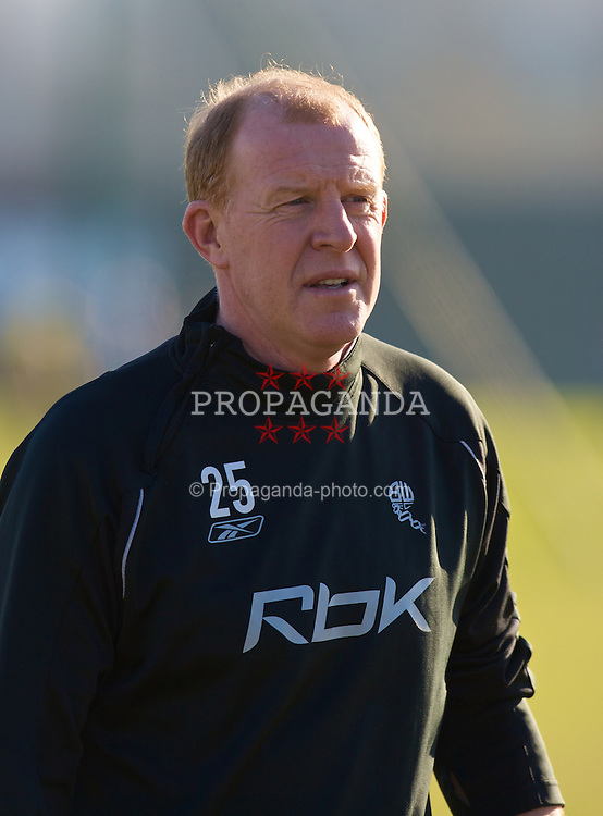 BOLTON, ENGLAND - Wednesday, February 13, 2008: Bolton Wanderers' manager Gary Megson during training at Euxton Lane Training Ground ahead of their UEFA Cup First Knock-out Round match against Club Atletico de Madrid. (Photo by David Rawcliffe/Propaganda)