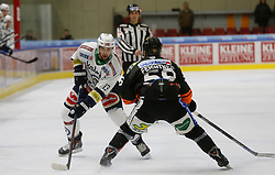 06.12.2015, Eisstadion Liebenau, Graz, AUT, EBEL, Moser Medical Graz 99ers vs EC VSV, 28. Runde, im Bild Ziga Pance (EC VSV) und Alexander Feichtner (Moser Medical Graz 99ers)// during the Erste Bank Icehockey League 28th Round match between Moser Medical Graz 99ers and EC VSV at the Ice Stadium Liebenau, Graz, Austria on 2015/12/06, EXPA Pictures © 2015, PhotoCredit: EXPA/ Erwin Scheriau