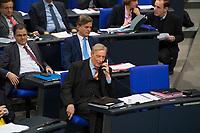 DEU, Deutschland, Germany, Berlin, 12.12.2017: Armin-Paulus Hampel (AfD, Alternative für Deutschland), während einer Plenarsitzung im Deutschen Bundestag.