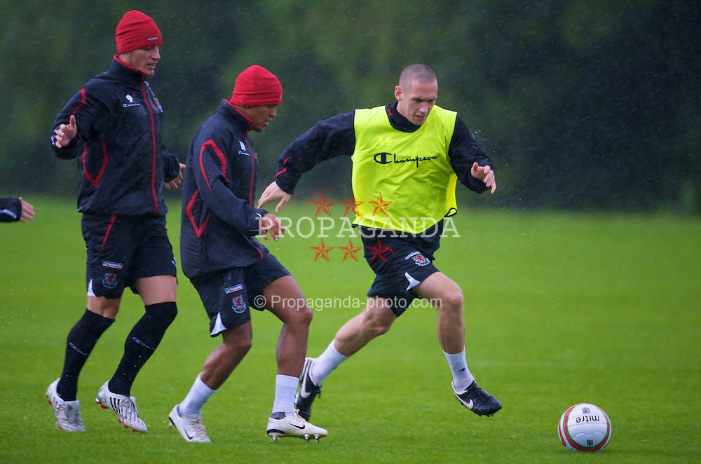 CARDIFF, WALES - Friday, September 5, 2008: Wales' Andrew Crofts, Robert Earnshaw and Jason Koumas during a training session at the Vale of Glamorgan Hotel ahead of their opening 2010 FIFA World Cup South Africa Qualifying Group 4 match against Azerbaijan. (Photo by David Rawcliffe/Propaganda)