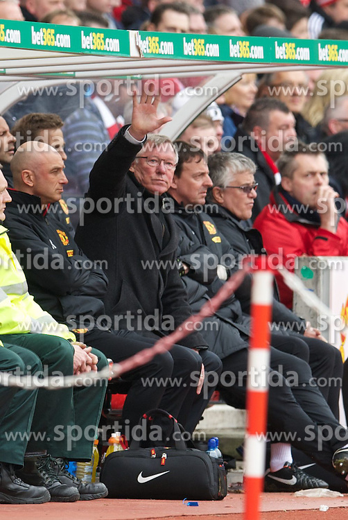 14.04.2013, Britannia Stadion, Stoke on Trent, ENG, Premier League, Stoke City vs Manchester United, 33. Runde, im Bild Manchester United's manager Alex Ferguson waves to the supporters during the English Premier League 33th round match between Stoke City FC and Manchester United at the Britannia Stadium, Stoke on Trent, Great Britain on 2013/04/14. EXPA Pictures © 2013, PhotoCredit: EXPA/ Propagandaphoto/ David Rawcliffe..***** ATTENTION - OUT OF ENG, GBR, UK *****