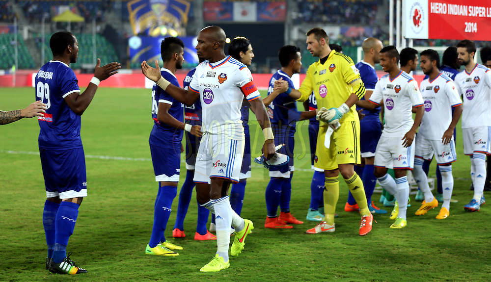 Chennaiyin FC players and FC Goa players shakes hand  during match 50 of the Hero Indian Super League between Chennaiyin FC and FC Goa held at the Jawaharlal Nehru Stadium, Chennai, India on the 5th December 2014.<br /> <br /> Photo by:  Sandeep Shetty/ ISL/ SPORTZPICS