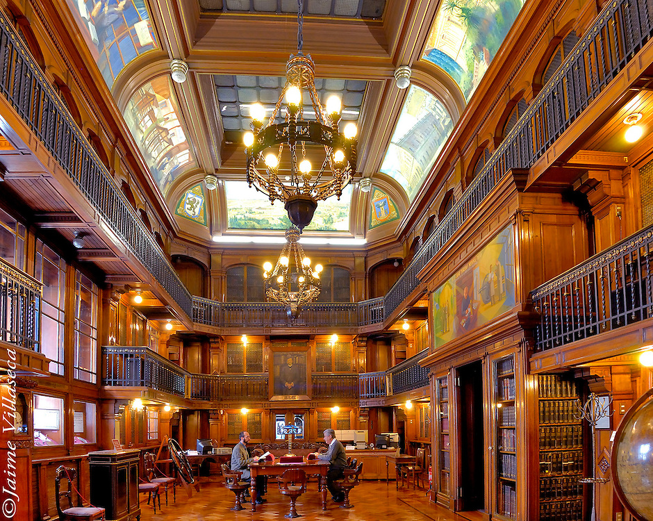 FOTÓGRAFO: Jaime Villaseca ///<br /> <br /> Sala de lectura José Toribio Medina, Biblioteca Nacional de Chile.