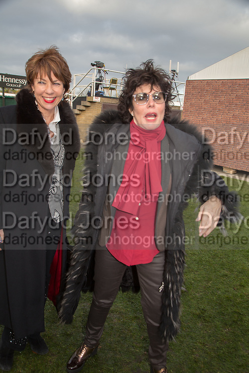 KATHY LETTE; RUBY WAX, Hennessy Gold Cup, The Racecourse Newbury. 30 November 2013.