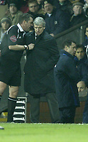 Photo: Aidan Ellis.<br /> Blackburn v Manchester United. Barclays Premiership. 01/02/2006.<br /> referee Phil Dowd talks to Mark Hughes