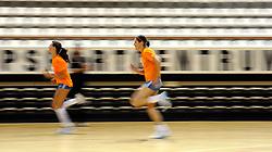 10-05-2011 VOLLEYBAL: TRAINING ORANJE VOLLEYBALVROUWEN: ALMERE<br /> De volleybalsters bereiden zich in Almere voor op nieuwe seizoen / (L-R) Robin de Kruijf, Francien Huurman<br /> ©2011-FotoHoogendoorn.nl