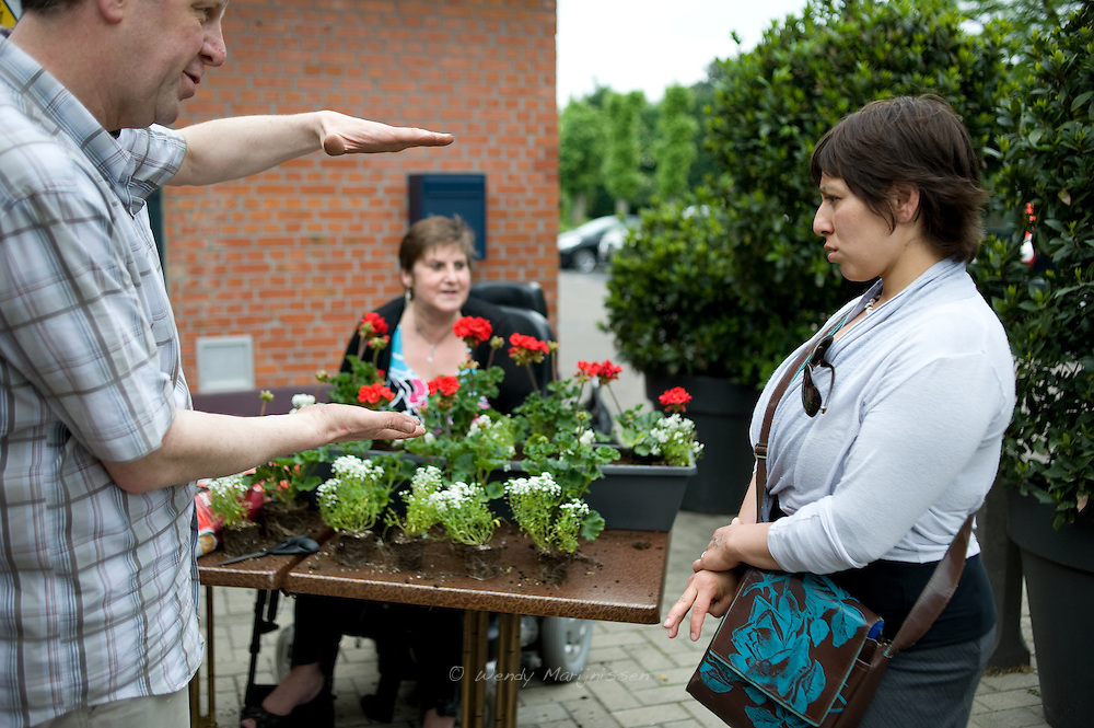 Meyrem Almaci talks to acquaintances in Sint-Gillis Waas, where she grew up and started her political career. Belgium, 2012