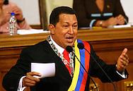 """El presidente venezolano, Hugo Chávez habla durante el discurso realizado el sábado 13 de enero, en la Asamblea Nacional de Caracas. """"Los dirigentes de la oposición venezolana no pegan una, pues andan sin rumbo. Cuanta falta nos hace un líder de oposición pero de verdad que analice y evalúe la gestión de gobierno"""", dijo Chávez durante la presentación de su Mensaje Anual. (ivan gonzalez)"""