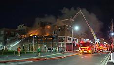 Christchurch-Fire rages through earthquake damaged building