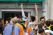DESCRIZIONE : Campionato 2013/14 Finale GARA 4 Montepaschi Mens Sana Siena - Olimpia EA7 Emporio Armani Milano<br /> GIOCATORE : Matt Janning<br /> CATEGORIA : Ritratto Esultanza Mani Pubblico<br /> SQUADRA : Montepaschi Siena<br /> EVENTO : LegaBasket Serie A Beko Playoff 2013/2014<br /> GARA : Montepaschi Mens Sana Siena - Olimpia EA7 Emporio Armani Milano<br /> DATA : 21/06/2014<br /> SPORT : Pallacanestro <br /> AUTORE : Agenzia Ciamillo-Castoria / Luigi Canu<br /> Galleria : LegaBasket Serie A Beko Playoff 2013/2014<br /> Fotonotizia : DESCRIZIONE : Campionato 2013/14 Finale GARA 4 Montepaschi Mens Sana Siena - Olimpia EA7 Emporio Armani Milano<br /> Predefinita :