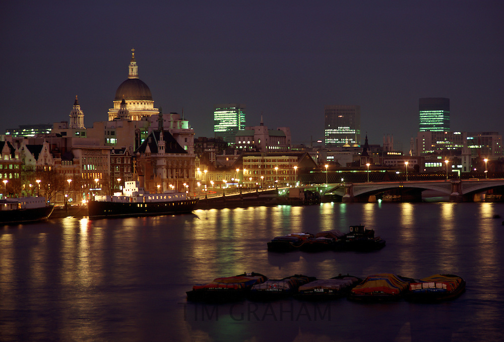River Thames, St Paul's Cathedral and  the city of London, England, United Kingdom RESERVED USE - NOT FOR DOWNLOAD -  FOR USE CONTACT TIM GRAHAM
