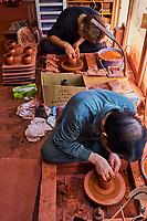 Japon, île de Honshu, prefecture de Aichi, Tokoname, Mr Shoji Umehara artisant potier façonnant une theiere Kyusu // Japan, Honshu, Aichi prefecture, Tokoname, Mr Shoji Umehara potter making a Kyusu teapot
