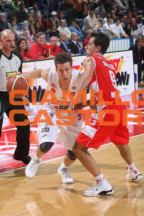 DESCRIZIONE : Pesaro Lega A1 2007-08 Scavolini Spar Pesaro Armani Jeans Milano <br /> GIOCATORE : Robert Fultz<br /> SQUADRA : Scavolini Spar Pesaro <br /> EVENTO : Campionato Lega A1 2007-2008 <br /> GARA : Scavolini Spar Pesaro Armani Jeans Milano <br /> DATA : 14/10/2007 <br /> CATEGORIA : Penetrazione<br /> SPORT : Pallacanestro <br /> AUTORE : Agenzia Ciamillo-Castoria/M.Marchi