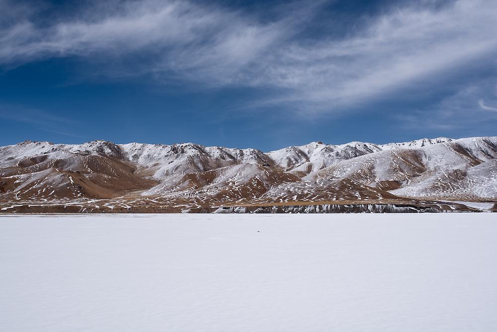 Rabshongtso lake, frozen at 4700 metres in Amdo region, Tibet (Qinghai, China).